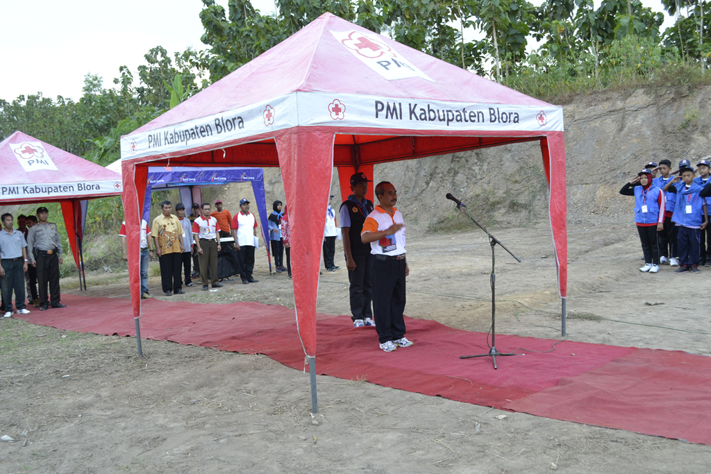 Bpk. Kunto Aji - Camat Blota kota saat membuka Latgab Palang Merah Remaja (PMR) Madya